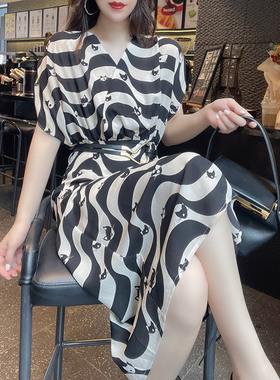 欧洲站法式条纹V领绑带收腰a字裙气质薄款显瘦连衣裙2021新款夏装