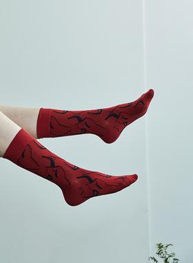 日着原创设计师服饰品牌2021年春季新品 红色福牛袜子女中筒袜