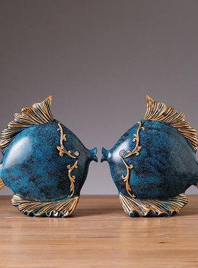 创意家居家里温馨卧室亲嘴鱼接吻鱼高档一对小摆件客厅工艺装饰品