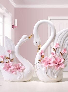 现代简约创意客厅酒柜陶瓷博物架白瓷器天鹅一对小摆件家居装饰品