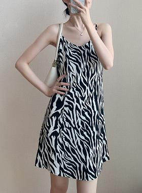 吊带连衣裙女夏季2021新款宽松短款小个子内搭打底雪纺斑马吊带裙