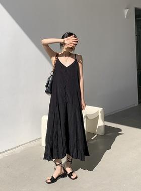 2021春夏新款韩版雪纺长裙复古黑色宽松领压褶显瘦吊带连衣裙女