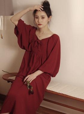 喵吉 复古宽松V领泡泡袖渡假裙娃娃裙半袖雪纺红色连衣裙长裙女夏